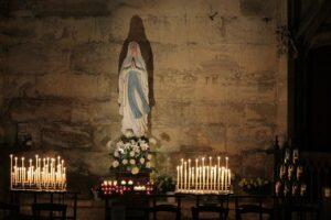 ¿Es bíblico el orar a María los santos