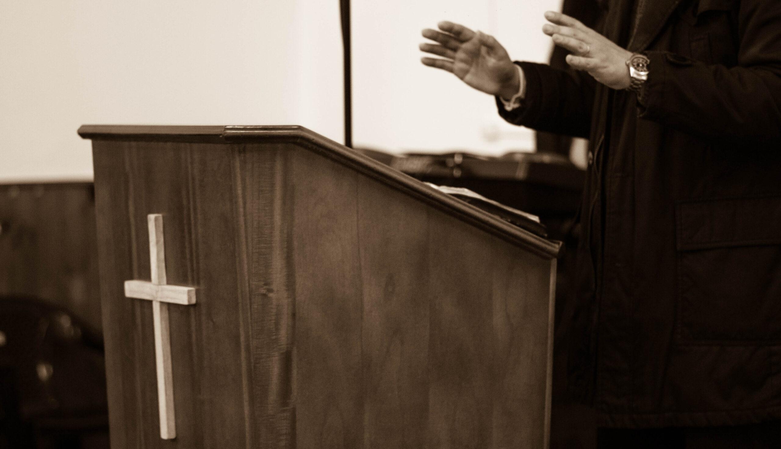 ¿Es correcto que el Predicador no ofenda a nadie desde el púlpito con su sermón?